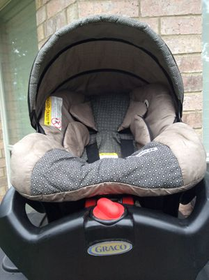Graco SnugRide SnugLock 35 Infant Car Seat for Sale in Fort Worth, TX