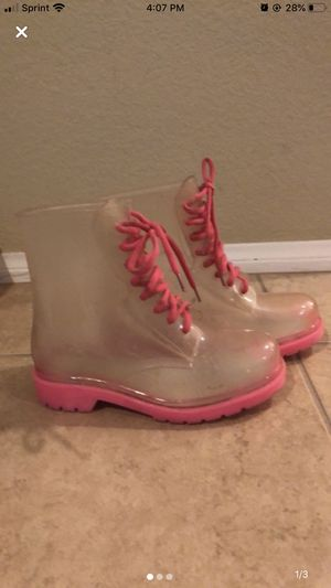 Rain boot size 6 for Sale in Palmdale, CA