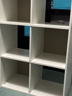 White Desk And White 6 Cube Organizer for Sale in Vineland,  NJ