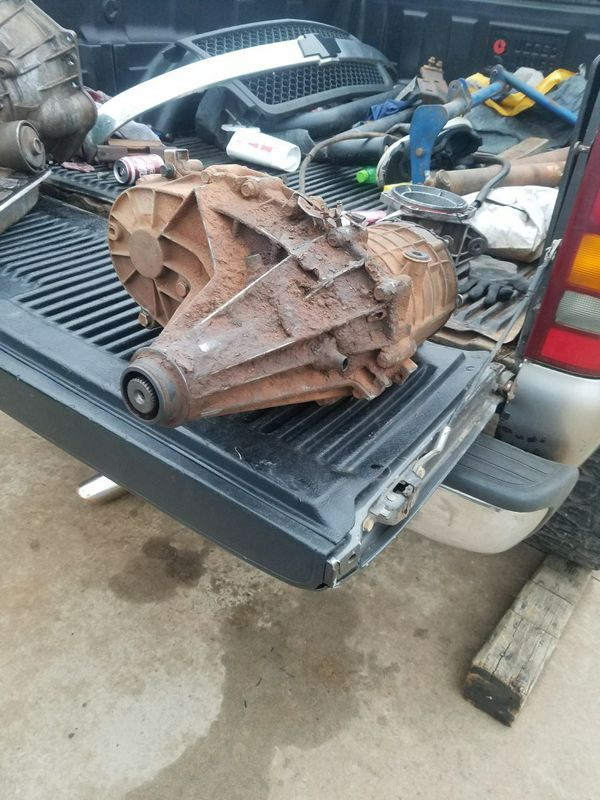 Selling a 2001 chevy transfer case $150 for Sale in Midwest City, OK -  OfferUp