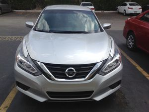 2016 Nissan Altima clean title miles 38,000 garantía de fábrica $9500. (OBO) for Sale in Miami, FL