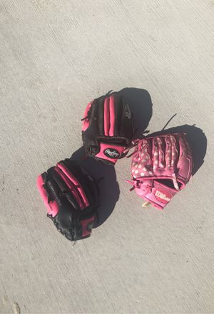 Girls Softball or T-Ball Gloves for Sale in Niles, IL