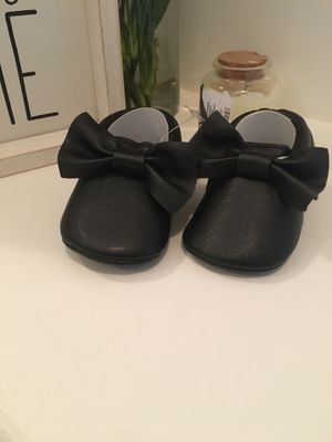 Baby girl moccasins size 3-6, 6-12 months for Sale in Los Angeles, CA