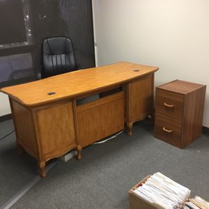 Executive Desk and Chair for Sale in Kent, WA