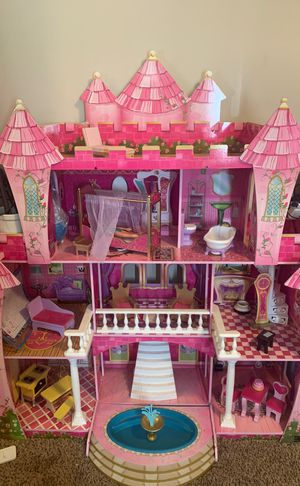 Barbie doll house over 4ft tall!! for Sale in Carson, CA