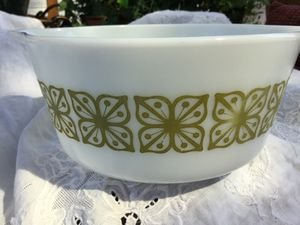Pyrex Bowl with Verde Square Design for Sale in Kent, WA