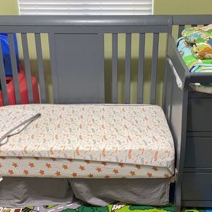 4 In 1 Crib And Changing Table for Sale in Maricopa, AZ