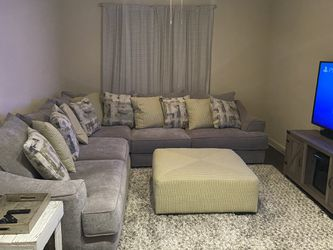 Light Grey Sectional w/ Ottoman Including 200$ Rug for Sale in Houston,  TX