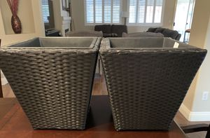 Large 2 wicker plant holders ( like new) for Sale in Las Vegas, NV