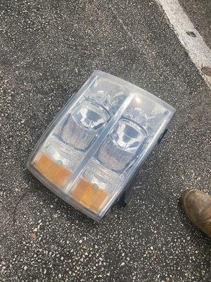 Silverado 2007-2012 headlight for Sale in Miami, FL