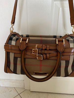Burberry women handbag for Sale in Davidsonville, MD