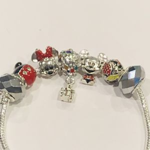 Mickey And Minnie Valentines Bracelet-size 7.5 for Sale in Chicago, IL
