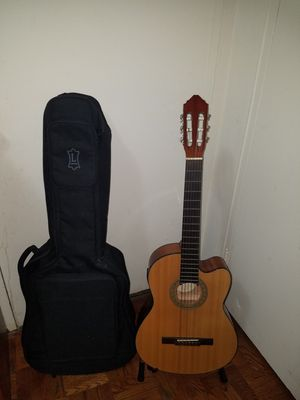 CUTAWAY LUCERO CLASSICAL/ELECTRIC GUITAR MODEL LC-200E WITH LEVY'S GIG BAG for Sale in Queens, NY