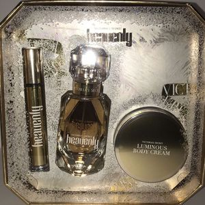 Victoria Secret Heavenly Perfume Set for Sale in Moreno Valley, CA