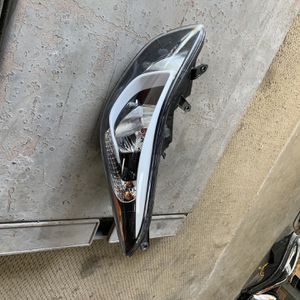 14-16 Hyundai elantra Left Side Headlight for Sale in Cheshire, CT