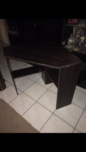 FREE Small sturdy pressed wood corner desk See all pictures for Sale in Pembroke Pines, FL