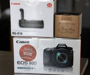 Canon 80D body with canon grip and yongnuo 35mm f2 lens for Sale in Phoenix, AZ