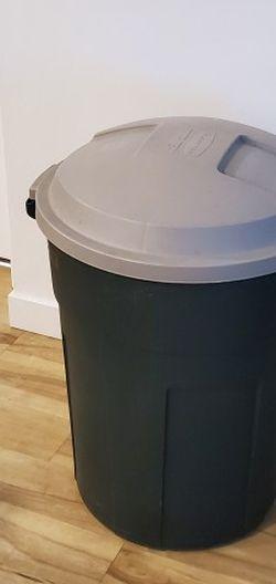32 Gallon Trash Can for Sale in Salt Lake City,  UT