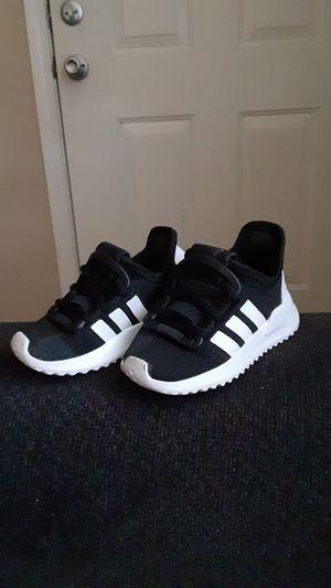 Adidas size 5 for Sale in Phoenix, AZ