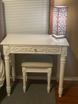 Vanity (Comes With Mirrors) for Sale in Wichita, KS