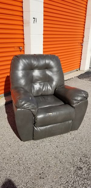 New And Used Recliner For Sale In Oak Lawn Il Offerup
