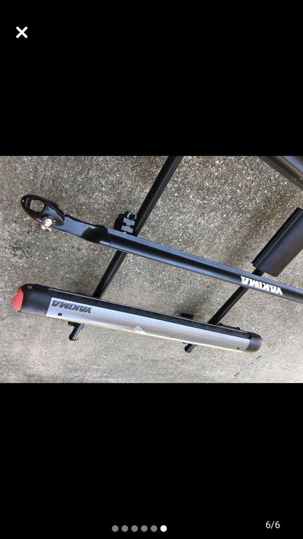Yakima black roof rack and ski/snow board rack w/accessories