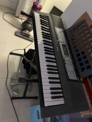 Yamaha keyboard with stand for Sale in Davie, FL