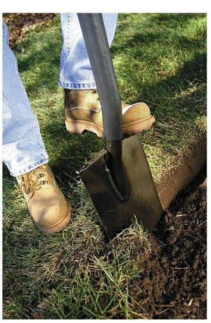 NEW Fiskars 47 in. Garden Spade Shovel for Sale in Raleigh, NC