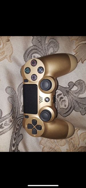 PlayStation 4 500gb/. Gold controller for Sale in Compton, CA