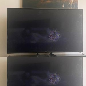 42inch LG SMART TV w base for Sale in Fort Meade, MD