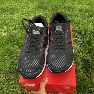 New Balance Men's Fresh Foam Arishi v2 Running Shoes - 4E Width Black/Gunmetal for Sale in Eaton, IN