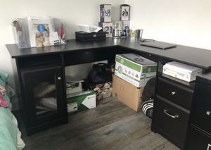 Desk with USB cord for Sale in Lemon Grove, CA
