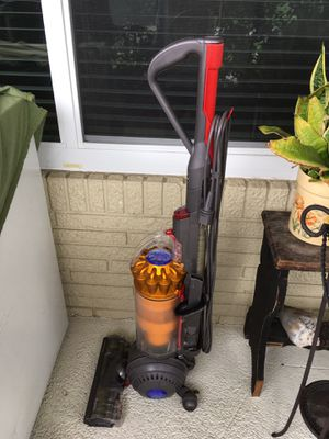 Dyson vacuum working needs cleaning for Sale in Margate, FL