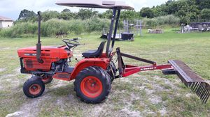 Kubota b6200e tractor for Sale in Lehigh Acres, FL
