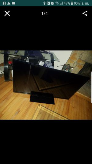 Led Toshiba 50 inches no smart TV $200 plus roku the price is from please for Sale in South Jordan, UT