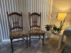 Wooden chair for Sale in Las Vegas, NV