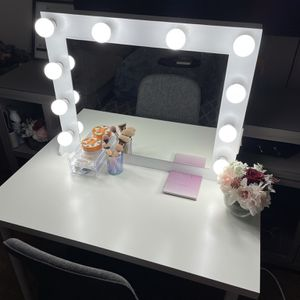Foxy Makeup Vanity for Sale in Glendale, AZ