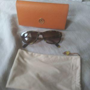 Tory Burch sunglasses for Sale in Chicago, IL