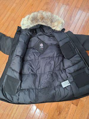Canada goose mens parka for Sale in Bevier, MO