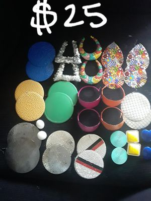 GREAT CHRISTMAS GIFTS...new & gently used earring bundle for Sale in Suitland, MD