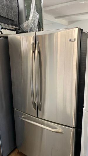 GE COUNTER DEPTH FRENCH STYLE STAINLESS STEEL REFRIGERATOR COUNTER DEPTH INDOOR ICE for Sale in Azusa, CA