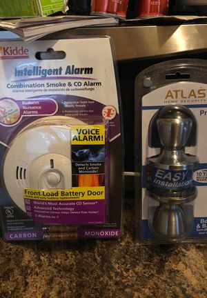 Smoke and co alarm made by kiddie and brand new never been open door knobs with keys for Sale in Aurora, IL
