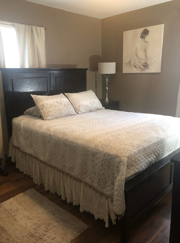 STILL AVAILABLE Bedroom Set Queen (5 pieces)
