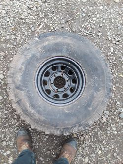 35 Inch Toyota Chevy Spare Tire for Sale in Tacoma,  WA