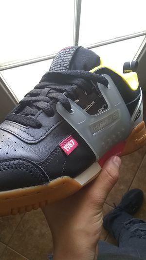 Reebok ALTER the icons SZ:8 in men for Sale in Phoenix, AZ