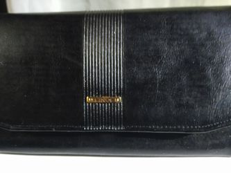 FINA GENUINE LEATHER WALLET PURSE for Sale in Portland,  OR