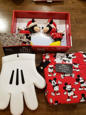 Disney Mickey and minnie mouse kitchen set for Sale in Saucier, MS