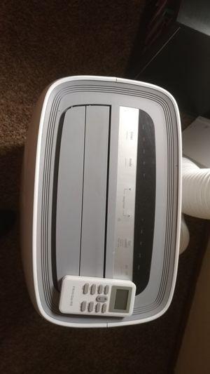 Frigidaire 14000 btu portable dehumidifier/AC for Sale in Columbus, OH