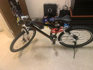 27.5 Men's Genesis V2100 Mountain Bike for Sale in Joint Base Lewis-McChord, WA