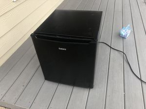Galanz mini fridge for Sale in Auburn, WA